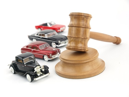 9102711 - gavel auction with antiques cars